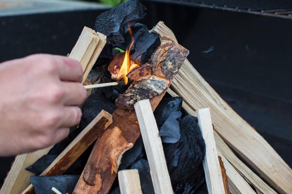Cómo Encender Una Barbacoa De Carbón Vegetal Los