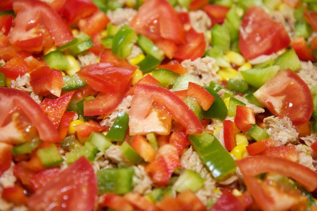 ensalada de maiz y tomate